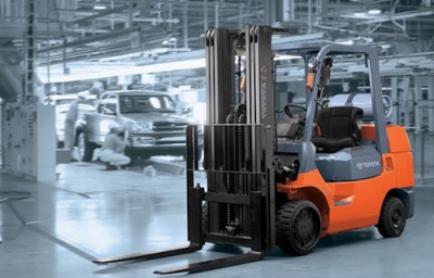 Locacao de empilhadeiras aumenta a eficiencia operacional